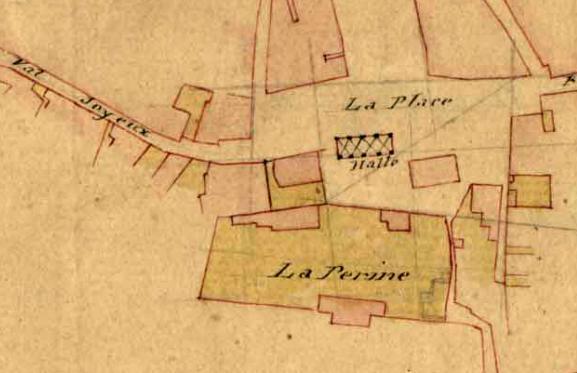 L'emplacement des anciennes halles, sur la place du village