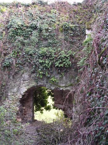 Porte d'entrée de l'ancien donjon